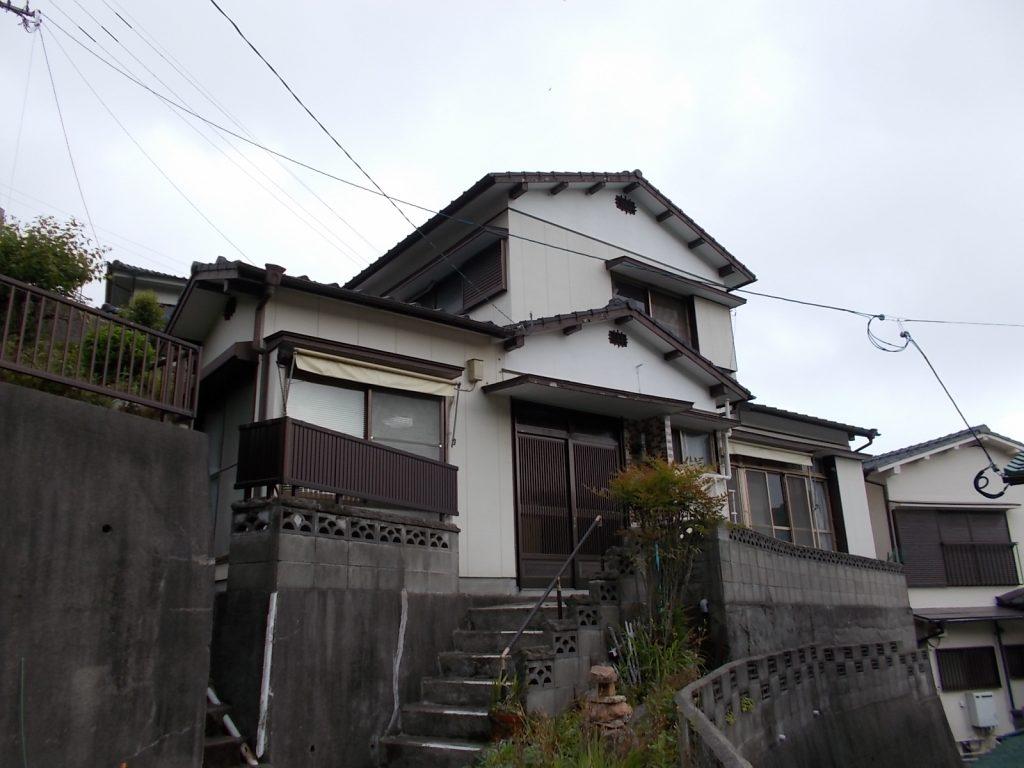 長崎市東立神町|造船所を望む斜面地にある2階建
