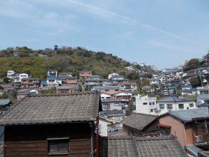 長崎市川上町|大浦地区の斜面地に立地しバス停に近い2階建